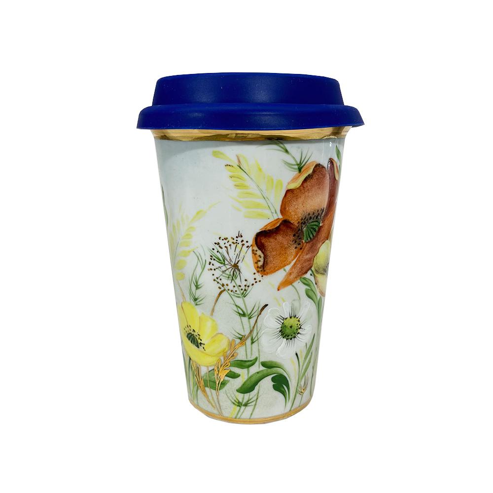 Этот кофейный стаканчик авторской работы создан на Гжельском фарфоровом заводе