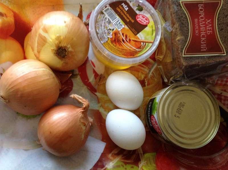 Как приготовить яичницу с луковым гарниром